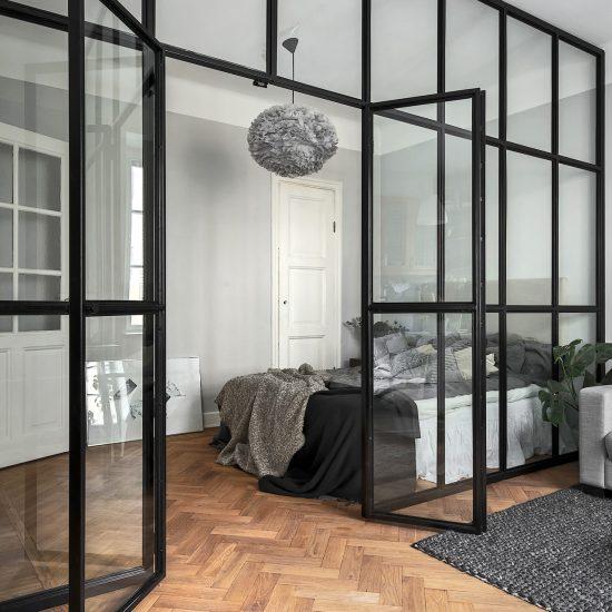 Glasvägg med dubbeldörr